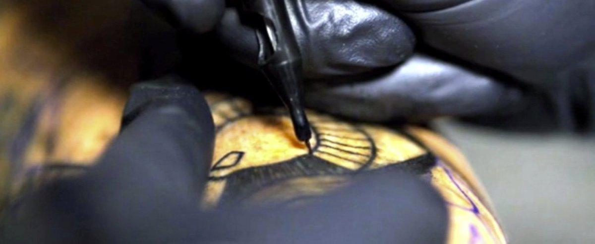 Tatuagem em super câmera lenta :: 3 mil agulhadas por minuto